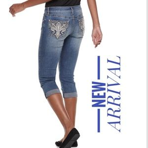 Women's APT. 9 Embellished Cuffed Capri Jeans